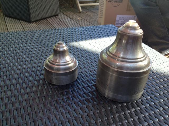 Mallen voor zilveren voeten van zilveren kandelaars