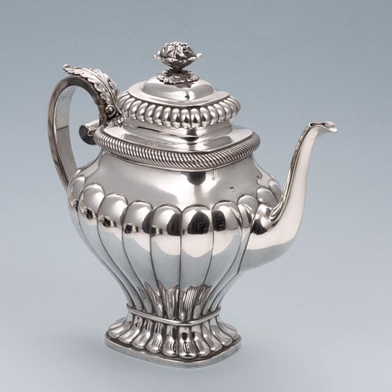 antieke zilveren koffiekan