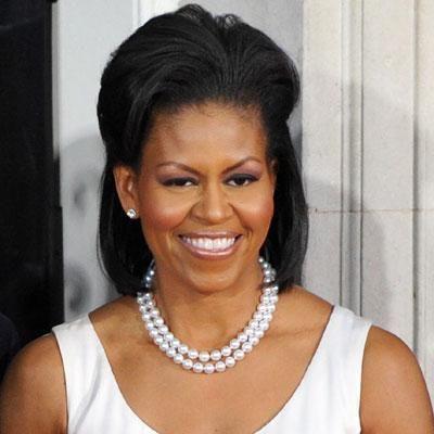 Michele Obama met een parelketting