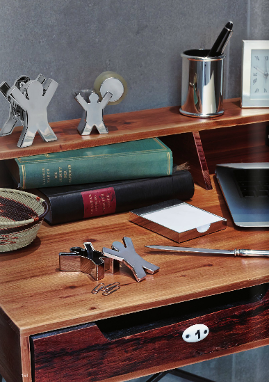 Zilveren en verzilverde bureau accessoires.