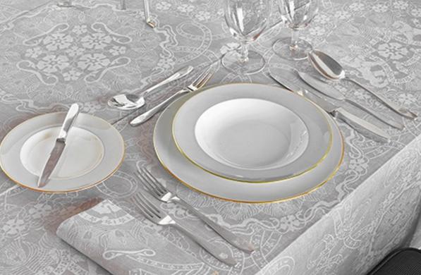 gedekte tafel met zilver