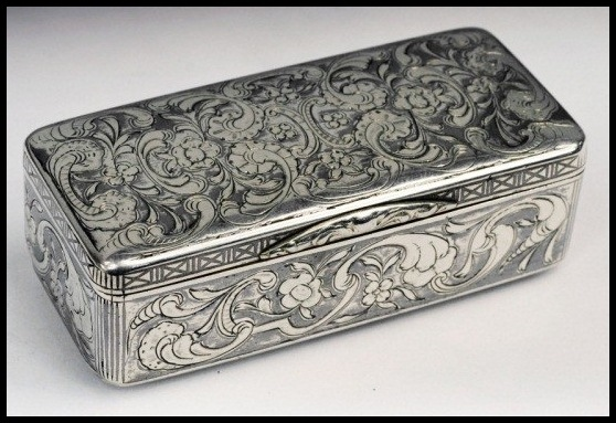 Russische zilveren snuifdoos met niëllo