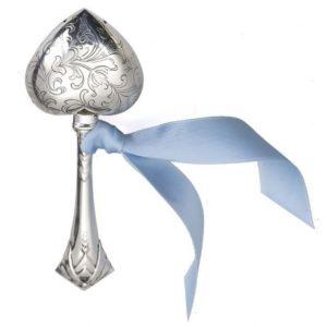 Zilveren rammelaar hart op staaf