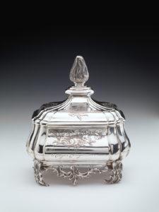 Zilveren tabakspot