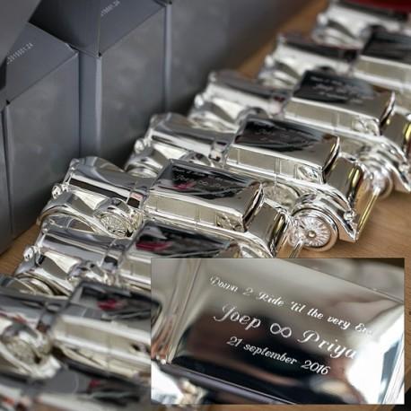 Verzilverde spaarpot Rolls Royce gegraveerd voor het bruidspersoneel