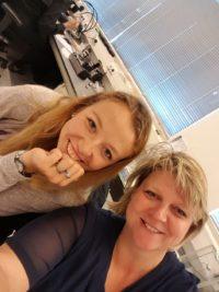 Margriet Sier Veerman en Yentl de Jonge op edelsteen cursus bij Naturalis