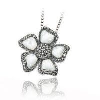 zilveren bloemhanger zilver parelmoer markasiet