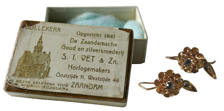 antieke gouden oorhangers gekocht in de winkel van S.I Vet & Zn