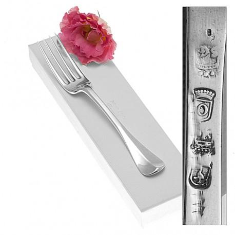 Deze 18e eeuwse vork is gemaakt in Den Haag in het typische Haagse model.