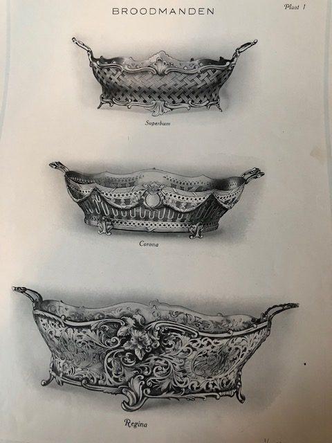 3 Verschillende zilveren stijlen broodmanden met veel ornamenten en versieringen