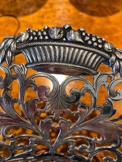 Bloemenmand versiering op zilver Zilver.nl