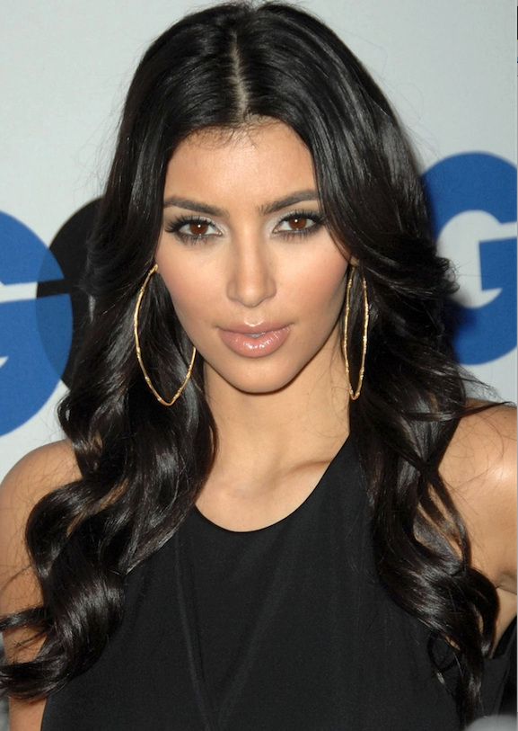 Kim Kardashian met grote creolen Zilver.nl