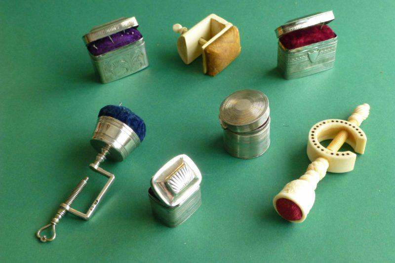 antieke zilveren speldendoosjes