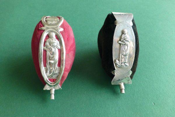 Antieke zilveren speldenkussens