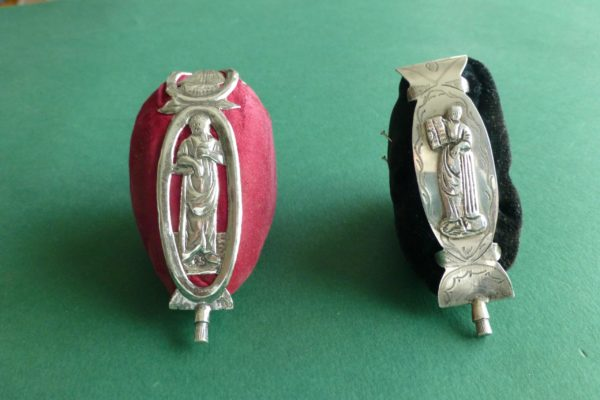 Antieke Friese zilveren speldenkussens