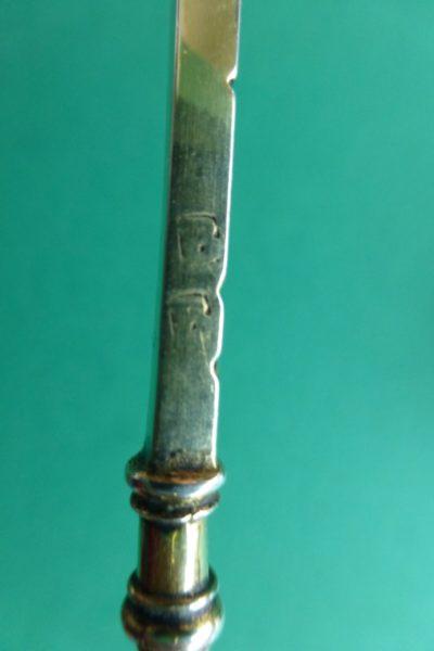 Zilvermerk B op een zilveren ellemaat Blog Zilver.nl