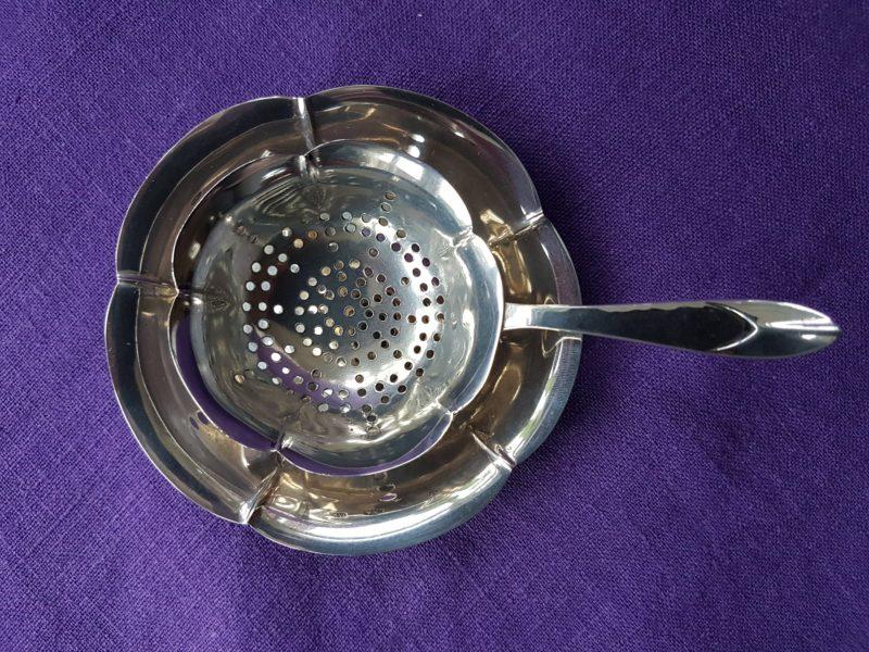Art deco zilver theezeefje op een lekbakje Blog Zilver.nl