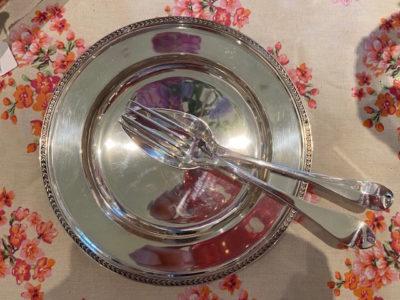 Antiek hand gesmeed zilver bestek op tafel Blog Zilver.nl