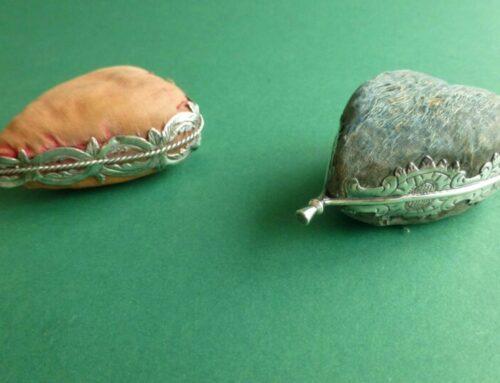 Friese en Groninger speldenkussens in hartvorm
