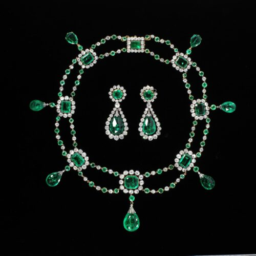 Collier en oorbellen witgoud met smaragd en diamant Victoria & Albert Museum Blog Zilver.nl